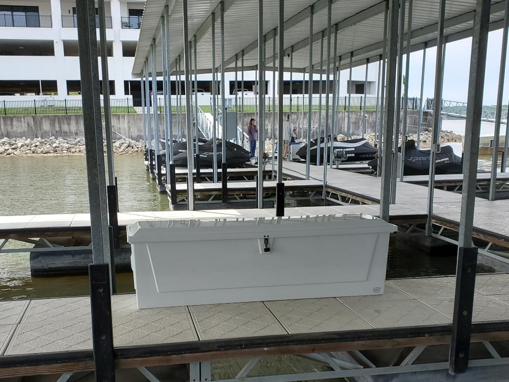 7 ft fiberglass dock box