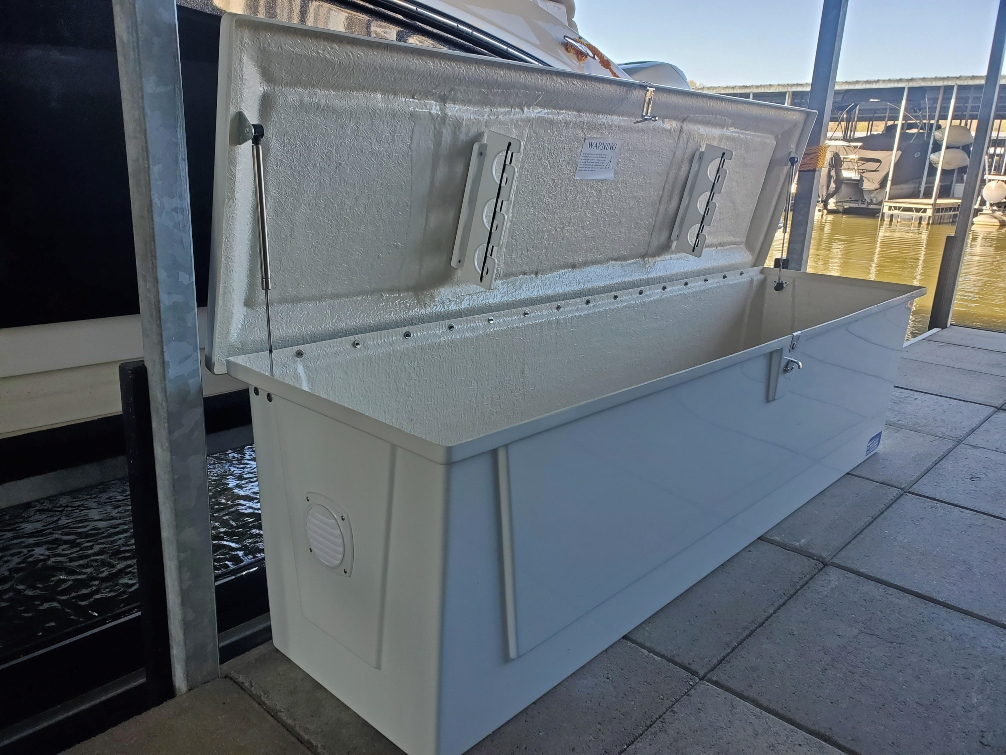 7 ft. fiberglass dock box